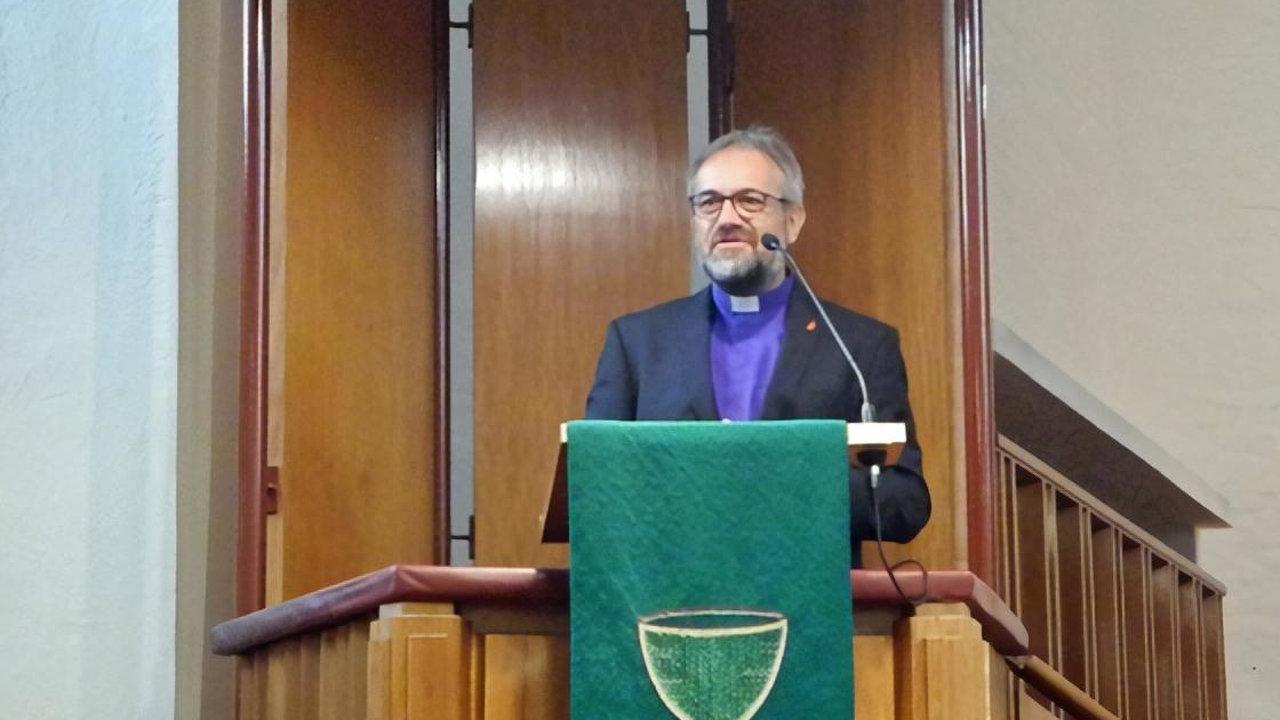 Bischof Harald Rueckert bei seiner Predigt