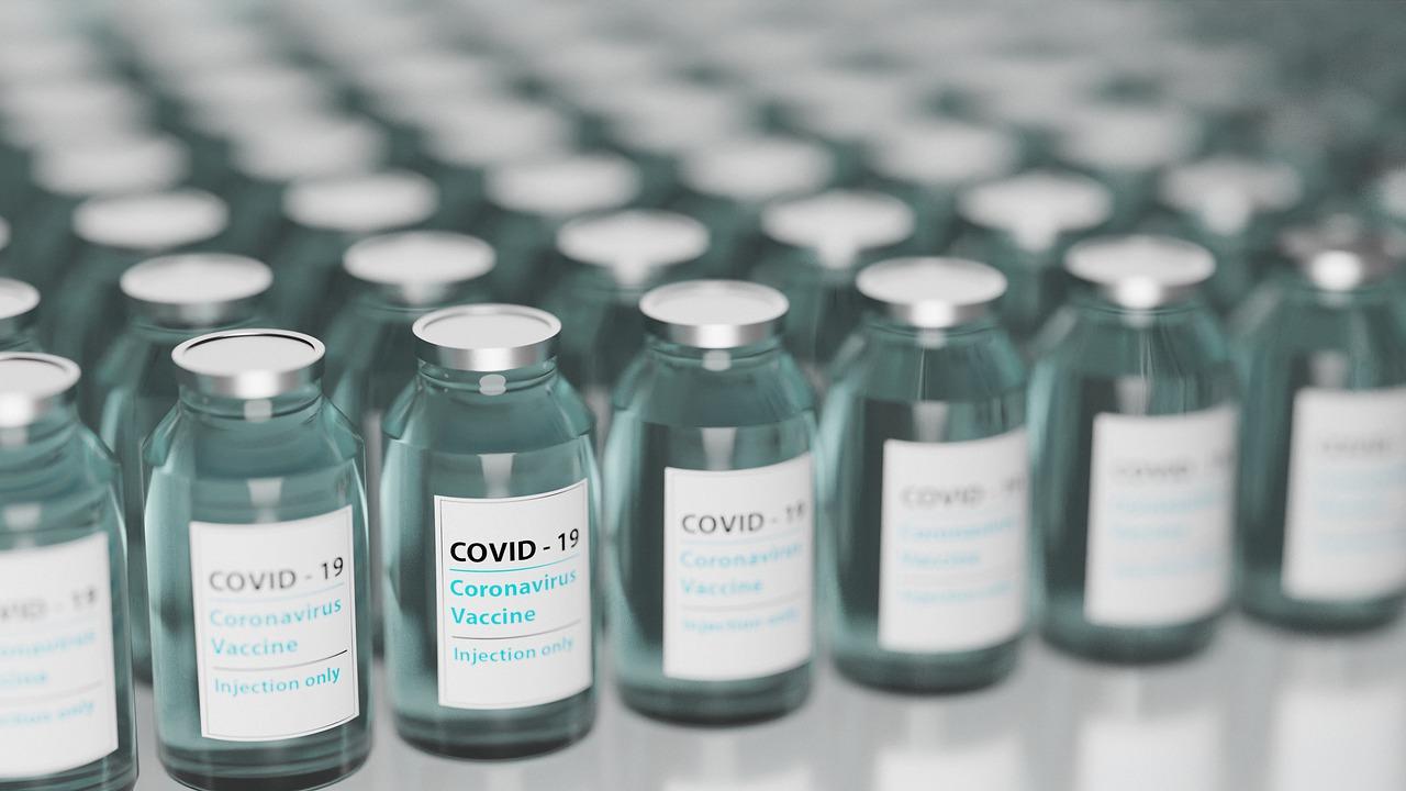 vaccine-5895477_1280_bild_von_torstensimon_auf_pixabay