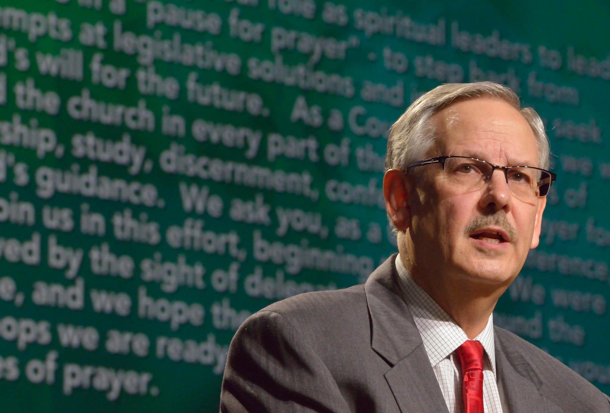 Bischof Bruce R. Ough während der Generalkonferenz 2016