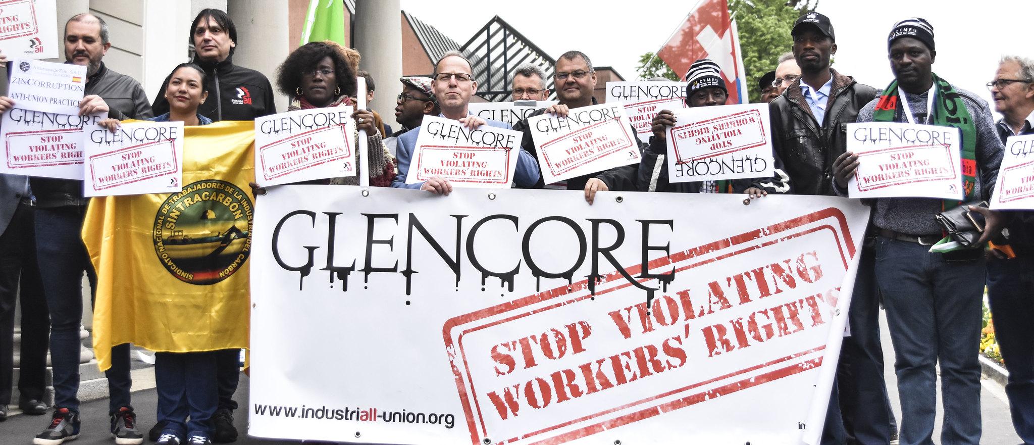 Arbeiter demonstrieren gegen Arbeitsrechtsverletzungen