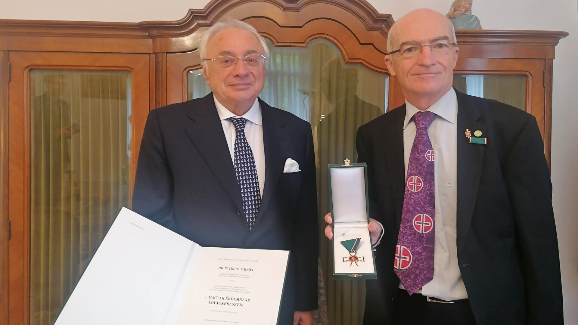 Bischof Patrick Steiff (r.) und der ungarische Botschafter István Nagy