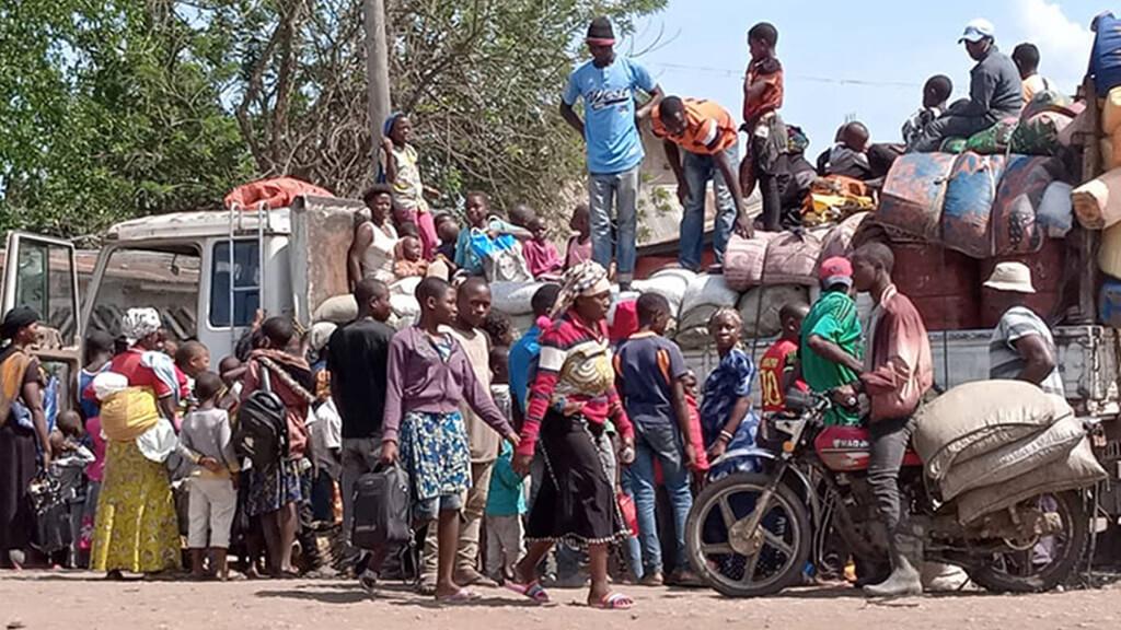 Vertriebene fliehen nach dem Massaker in Ostkongo aus den Dörfern nach Beni